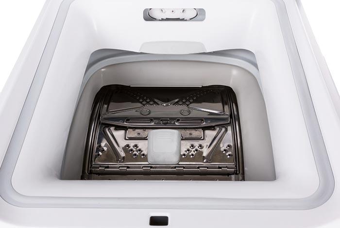 Машина с вертикальной загрузкой удобно разместится в небольшой ванной