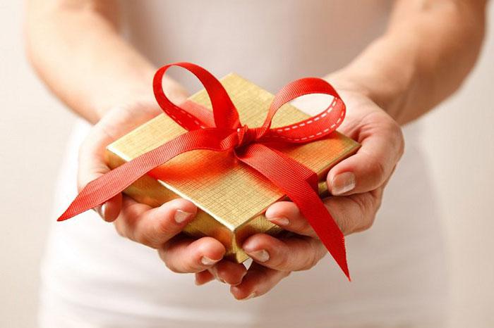 Пользуются популярностью подарки с приколом