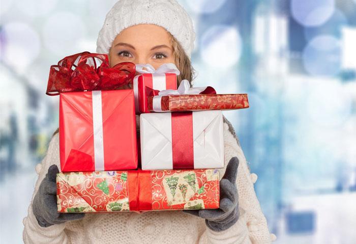 Каждой девушке будет приятно получить в подарок качественную косметику