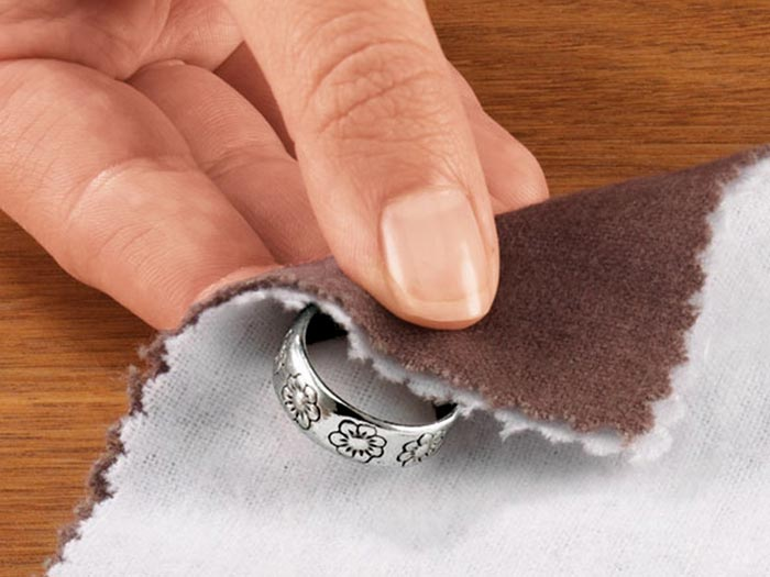 Профилактические чистки позволят украшениям надолго сохранить привлекательный вид