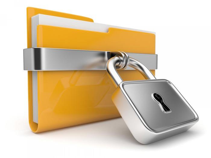 Можно назначить пароль для папки с помощью архиватора