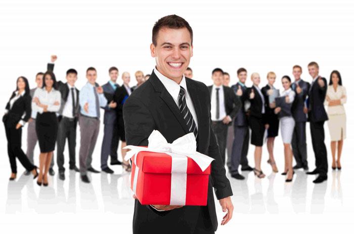 Организуйте лотерею так, чтобы подарков хватило всем гостям