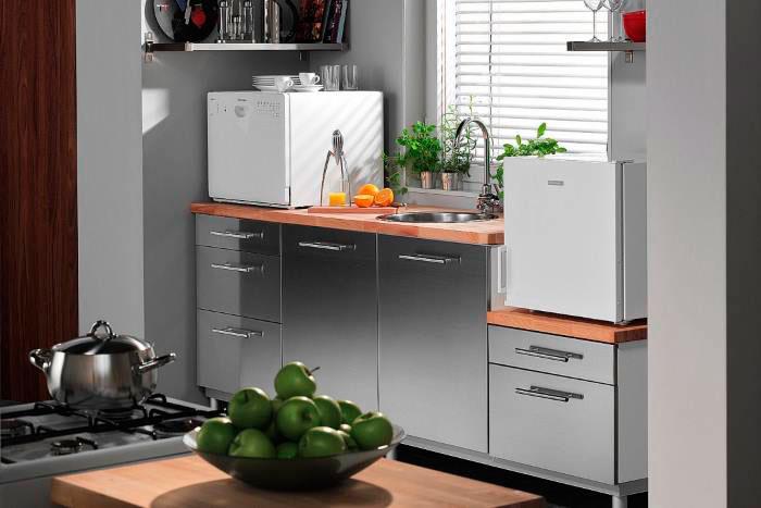Настольная посудомоечная машина - отличное решение для маленькой кухни
