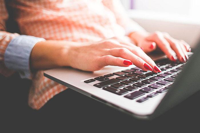 Ноутбук лучше использовать для работы и учебы, а так же обработки фото и видео
