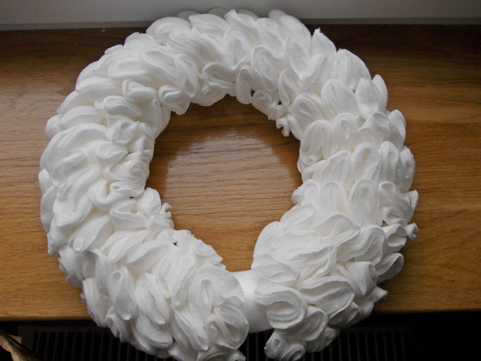 Рождественский венок из ватных дисков