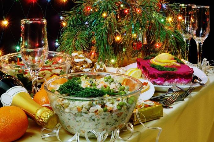 Шикарный стол в новогоднюю ночь сулит изобилие на весь год