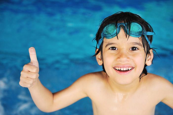 Очки для плавания должны хорошо защищать глаза