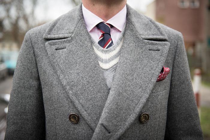 Пальто нейтрального цвета актуально всегда