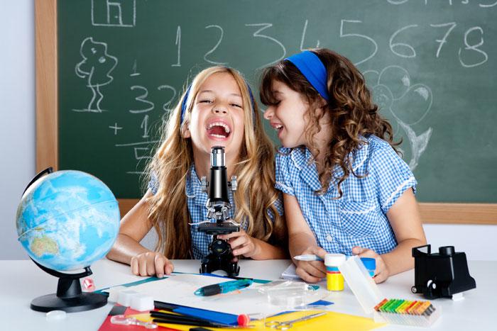 Научите ребенка ухаживать за оптикой, тогда микроскоп прослужит дольше