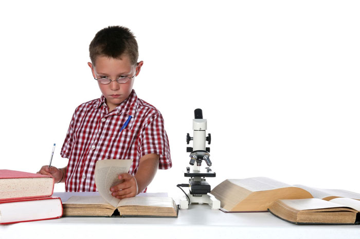 Микроскоп с двумя окулярами дает меньше нагрузки на глаза