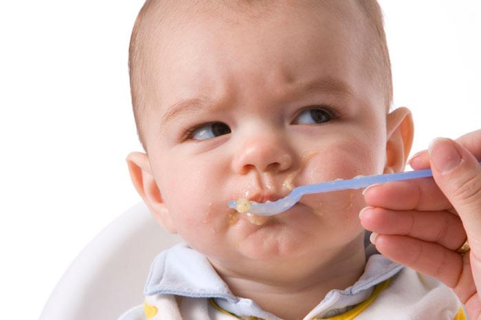 Чтобы избежать аллергии, не давайте в качестве первого прикорма молочные каши