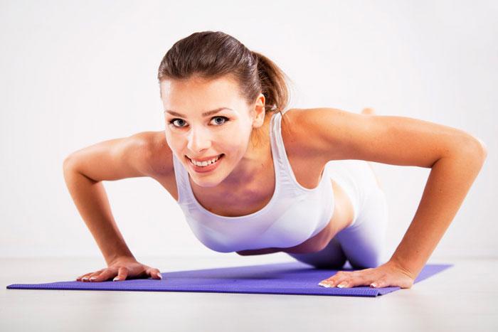 Несложные упражнения для грудных мышц можно делать дома
