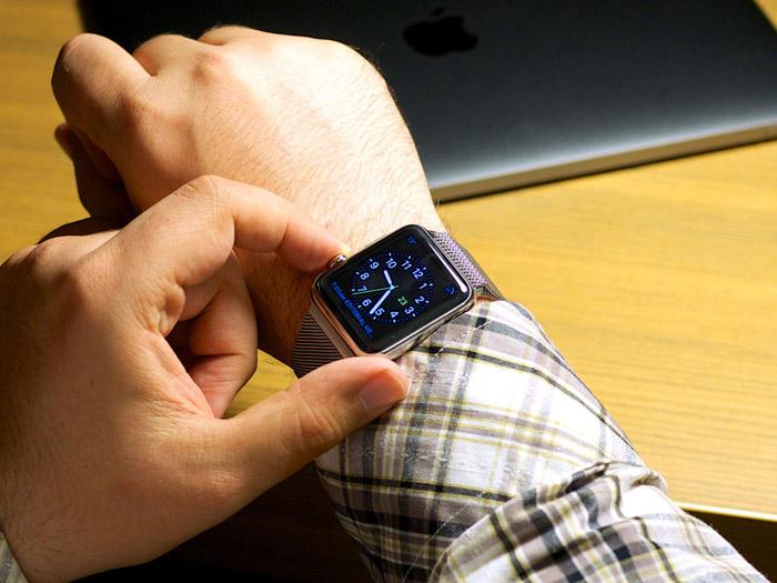 Для удобства левшей созданы специальные часы