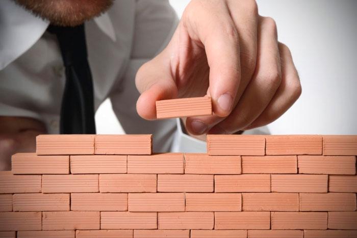 Начать оказывать строительные услуги можно с минимальным стартовым капиталом, но этот бизнес часто сезонный