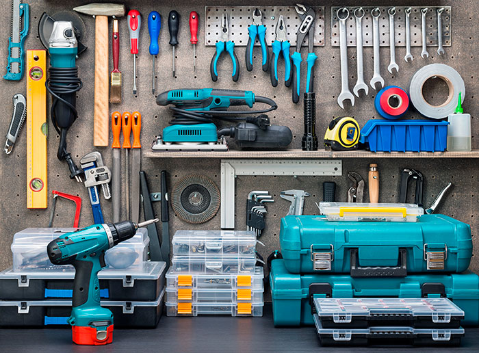 Найдя напарника, можно начать оказывать услуги по ремонту и отделке квартир, при наличии инструментов даже без вложений