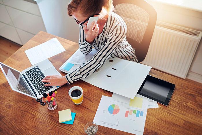 На дому можно оказывать бухгалтерские услуги, заниматься репетиторством