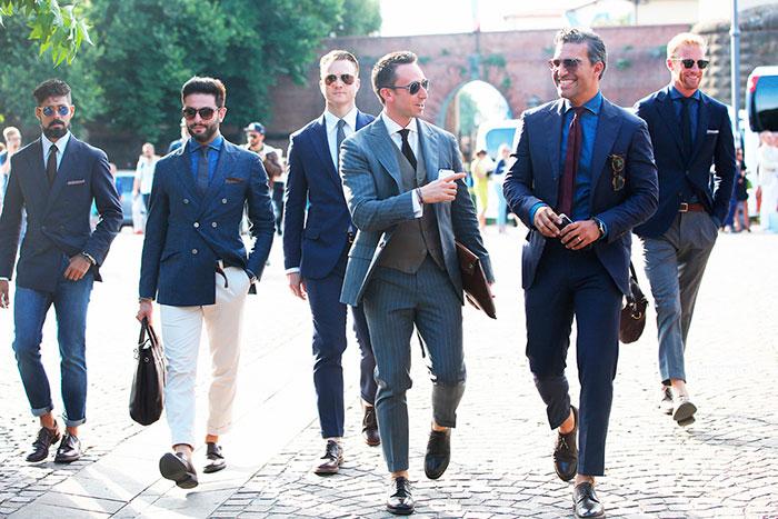 Последнее время стали популярны брюки, не закрывающие щиколотки