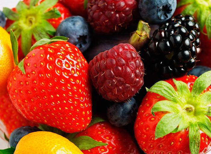 Первые ягоды, которые можно попробовать - смородина, черешня и крыжовник