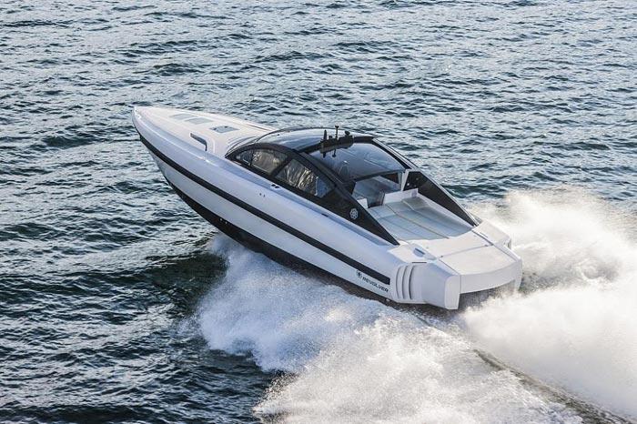 На управление лодкой также необходимо разрешение