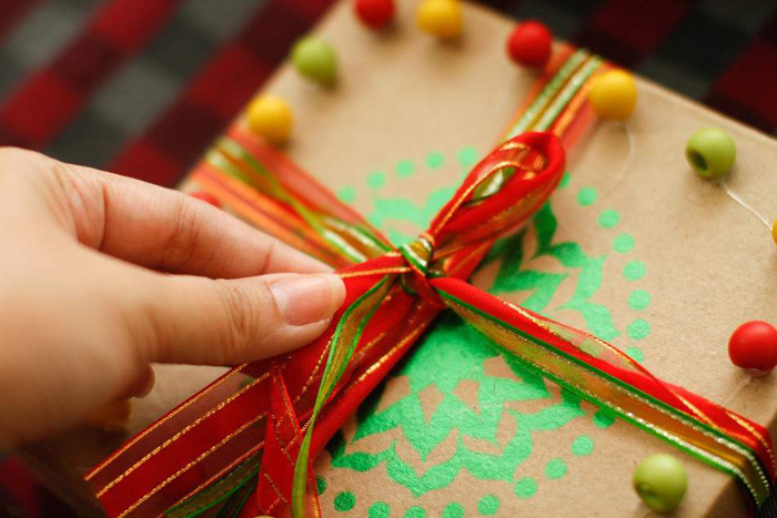 Не дарите слишком личных подарков учителю