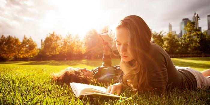 Если книга переводится на разные языки, то скорее всего она нравится многим читателям