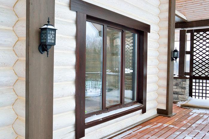 Устанавливать пластиковые окна в деревянном доме необходимо не ранее чем через год