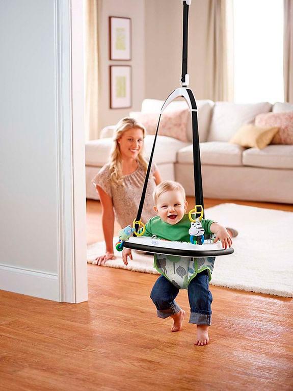 Маленьким детям прыгунки могут навредить, использовать их необходимо с осторожностью