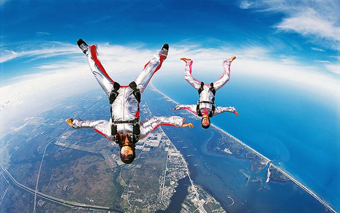 Перед прыжком необходимо подобрать специальную одежду, плотно прилегающую к телу