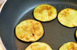 Как быстро приготовить вкусные блюда из баклажанов на сковороде
