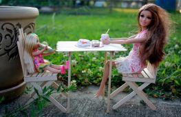 Лучший подарок для дочери: мебель для куклы Барби своими руками