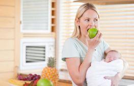 Какие из фруктов можно употреблять в пищу кормящей маме в первые месяцы лактации?